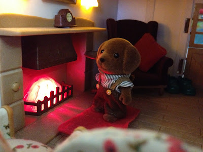 Sylvanian Families Fireplace Highfields Farm Hunter-Smyth Chocolate Labrador Family