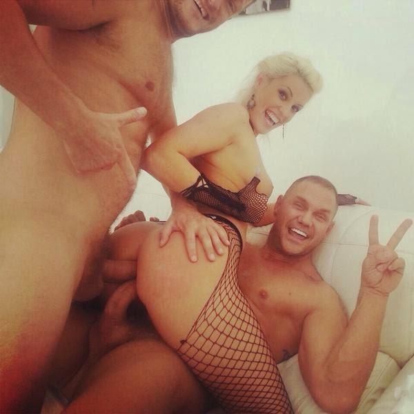 ebut-olgu-buzovu-video-porno-aktrisa-bolshie-siski-blondinka