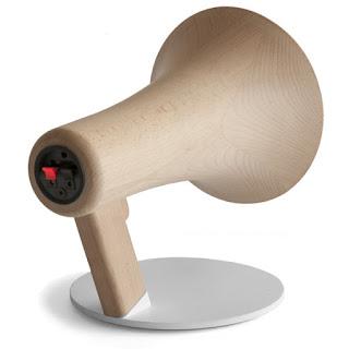 http://www.corentindombrecht.com/2011/02/megaphones.html#more