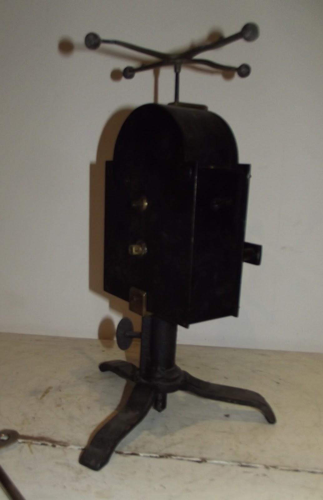 Antique french clockwork roadspit pin rotissoire fireplace for Miroir aux alouettes