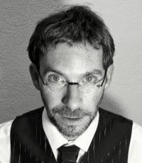 Eduardo Moreno Alarcón nació en La Roda (Albacete) en 1974. Es licenciado en psicología y autor de varios libros de relatos. Con Entrevista con el fantasma, ... - Foto_Autor_Eduardo_Moreno_Alarc%25C3%25B3n-200x230