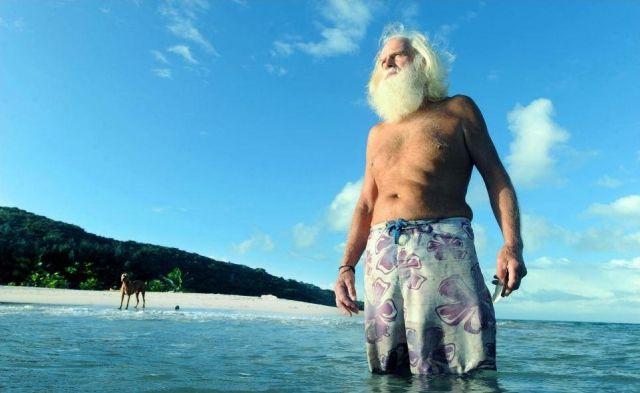 Un hombre que lleva la vida de Robinson Crusoe