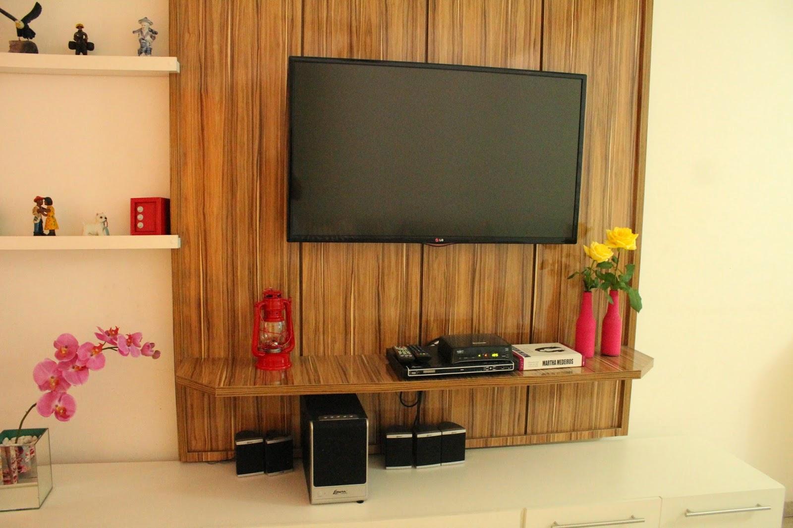Rack branco com painel de madeira minha sala de estar! Eυ qυє  #B59916 1600x1066