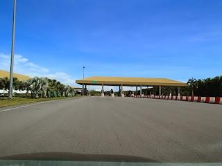 Plaza Tol Sungai Tujoh
