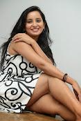 Ishika singh sizzling pics-thumbnail-5