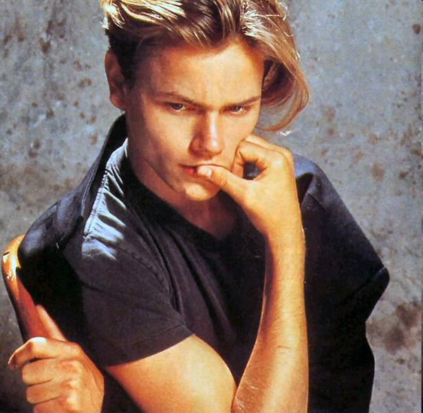 how tall is river phoenix