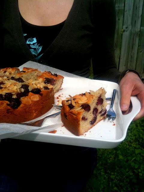 Ciasto migdałowe z czereśniami
