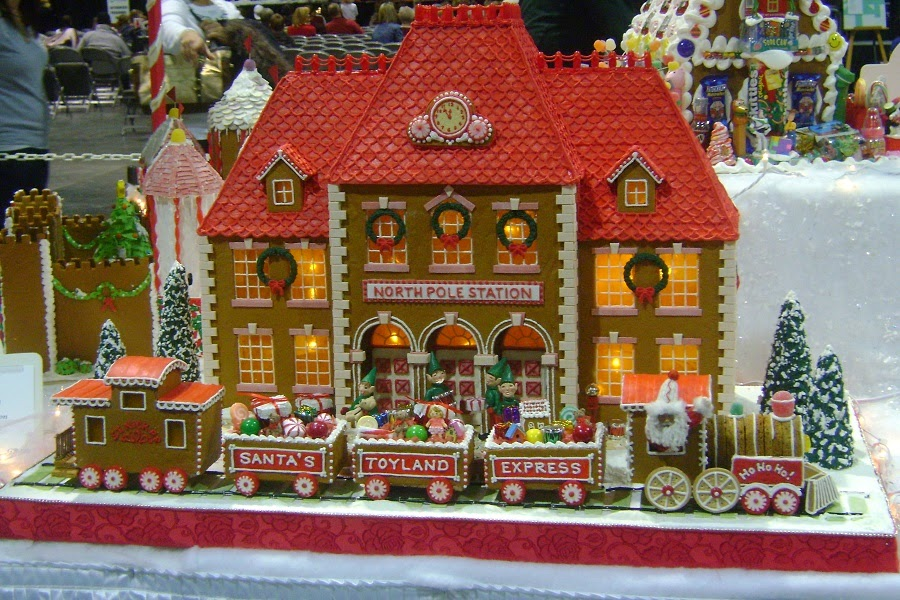 Simply creative gorgeous gingerbread houses for Gingerbread house plans