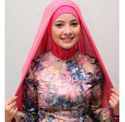 langkah 1 Cara memakai jilbab Pashmina Kreasi dengan aksen topi