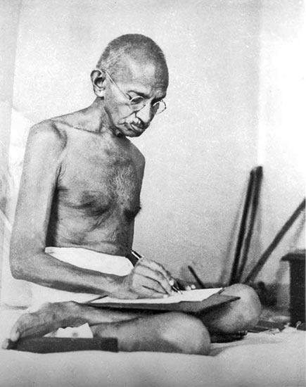 Resultado de imagen para gandhi huelga de hambre