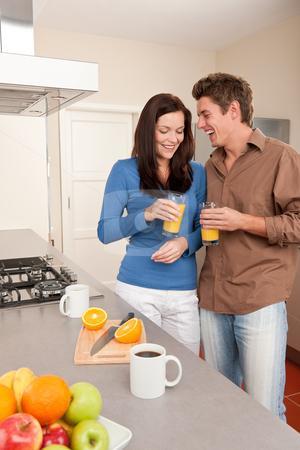 Young-woman-and-man-in-the-kitchen - تعرف على أشياء بسيطة تسعد المرأة وتبهجها