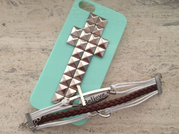 NEW IN | Iphone case & Believe bracelet.