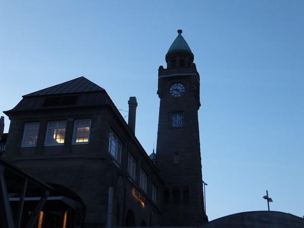 Hambourg Hamburg Landungsbrücken croisière Speicherstadt
