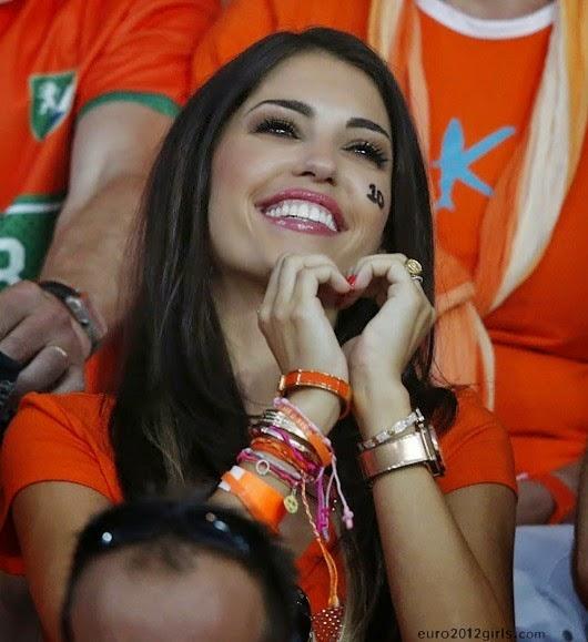 HD Beautiful dutch girl world cup 2014 Wallpapers