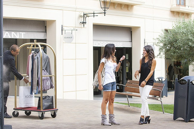 blogger, personal shopper, sicilia outlet village