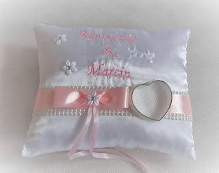 Poduszki ślubne pod obrączki wykonywane na zamówienie