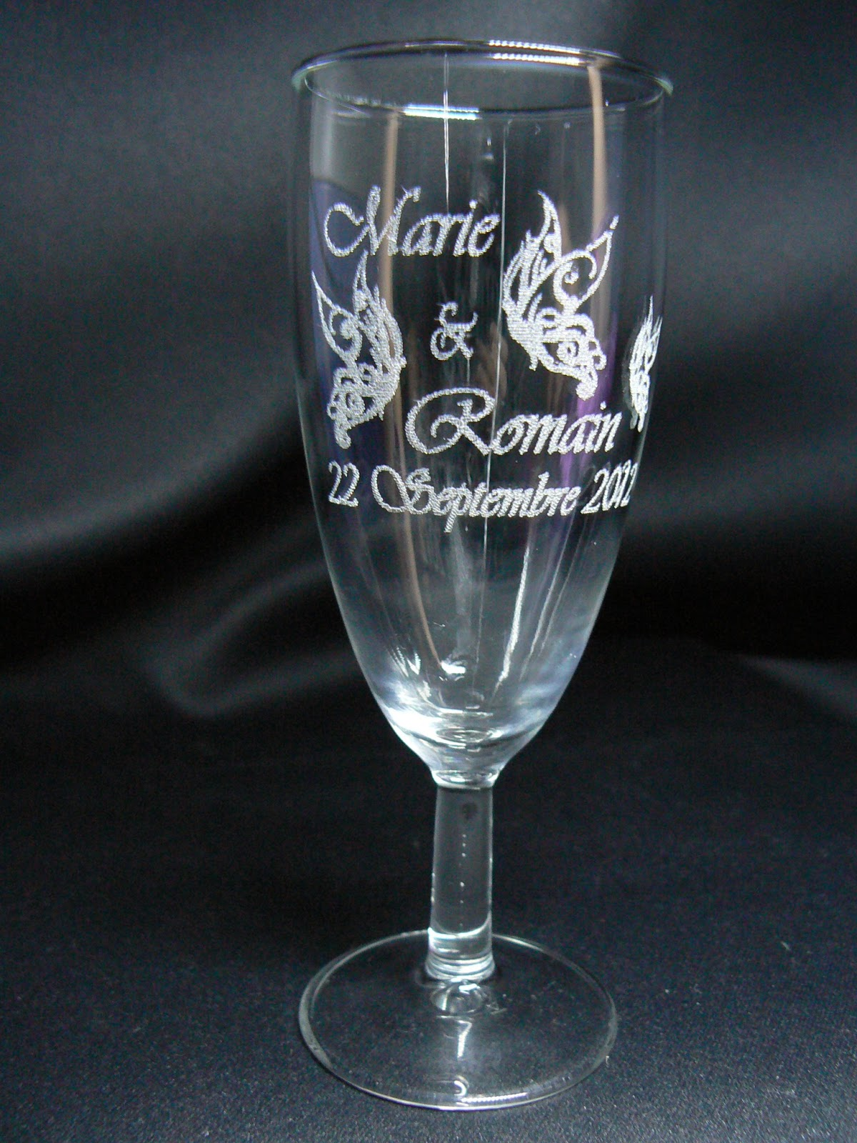 gravure sur verre verre grav flute grav e mariage. Black Bedroom Furniture Sets. Home Design Ideas