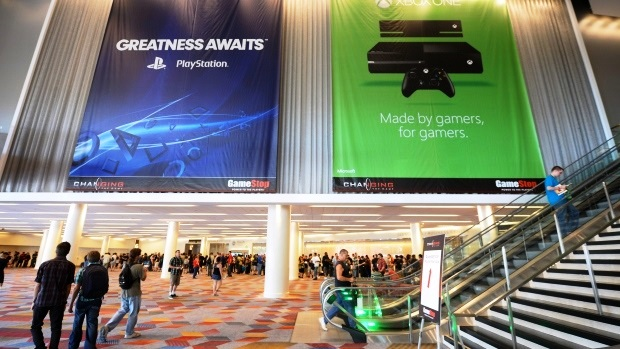 Xbox1 vs Playstation4 Specs Comparison: Controller, GPU, Price, Games