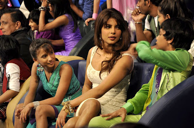 Priyanka & Ileana at Dance India Dance set to promote 'Barfi!'