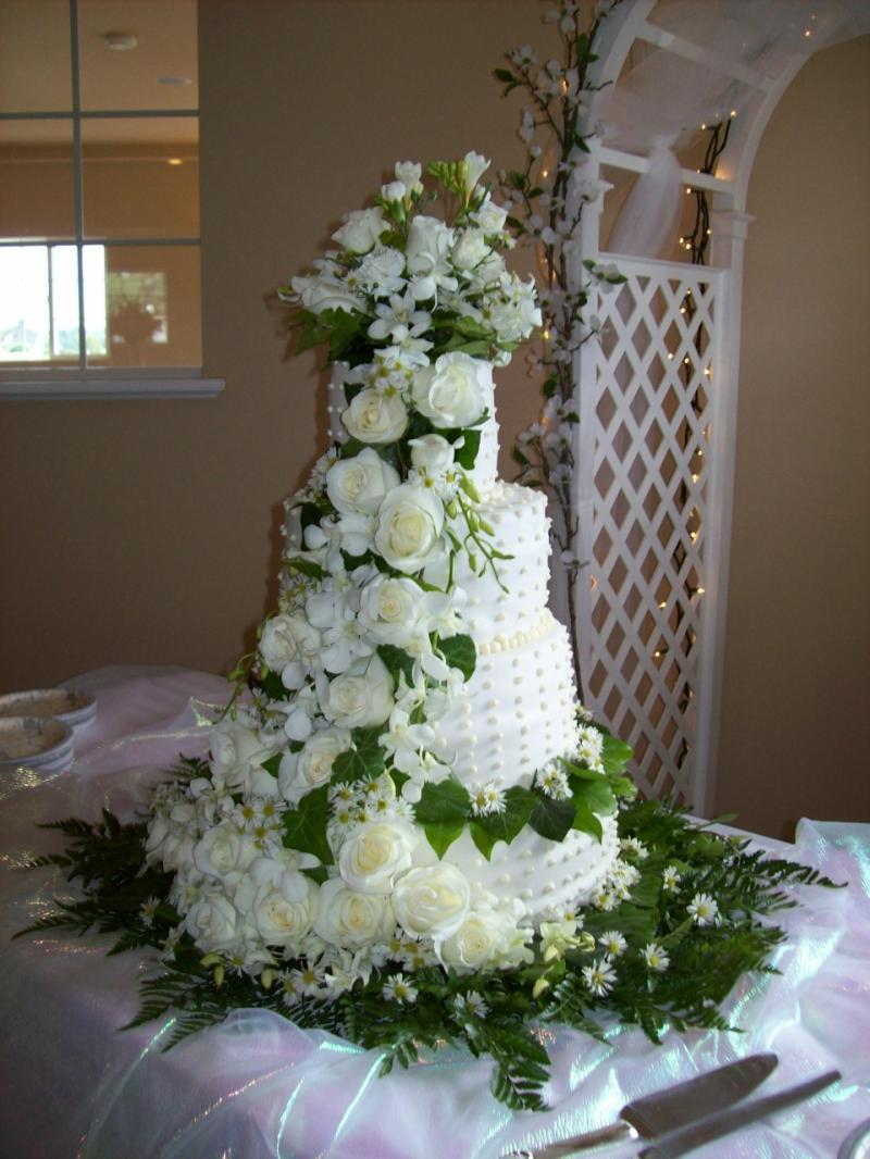 elegance of living wedding cakes. Black Bedroom Furniture Sets. Home Design Ideas
