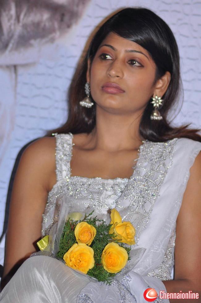 http://4.bp.blogspot.com/-42nO_VC13ns/TeuTVObChTI/AAAAAAAAIJ0/L7GA7yMjeh8/s1600/Vijayalakshmi-Ahathian-Hot-Photos-18.jpg