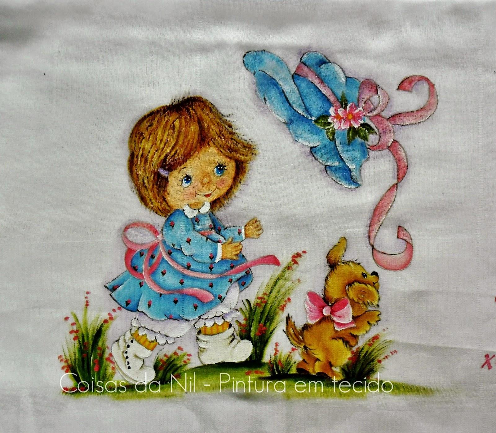 pintura em tecido fralda com menininha de vestido azul com cachorro