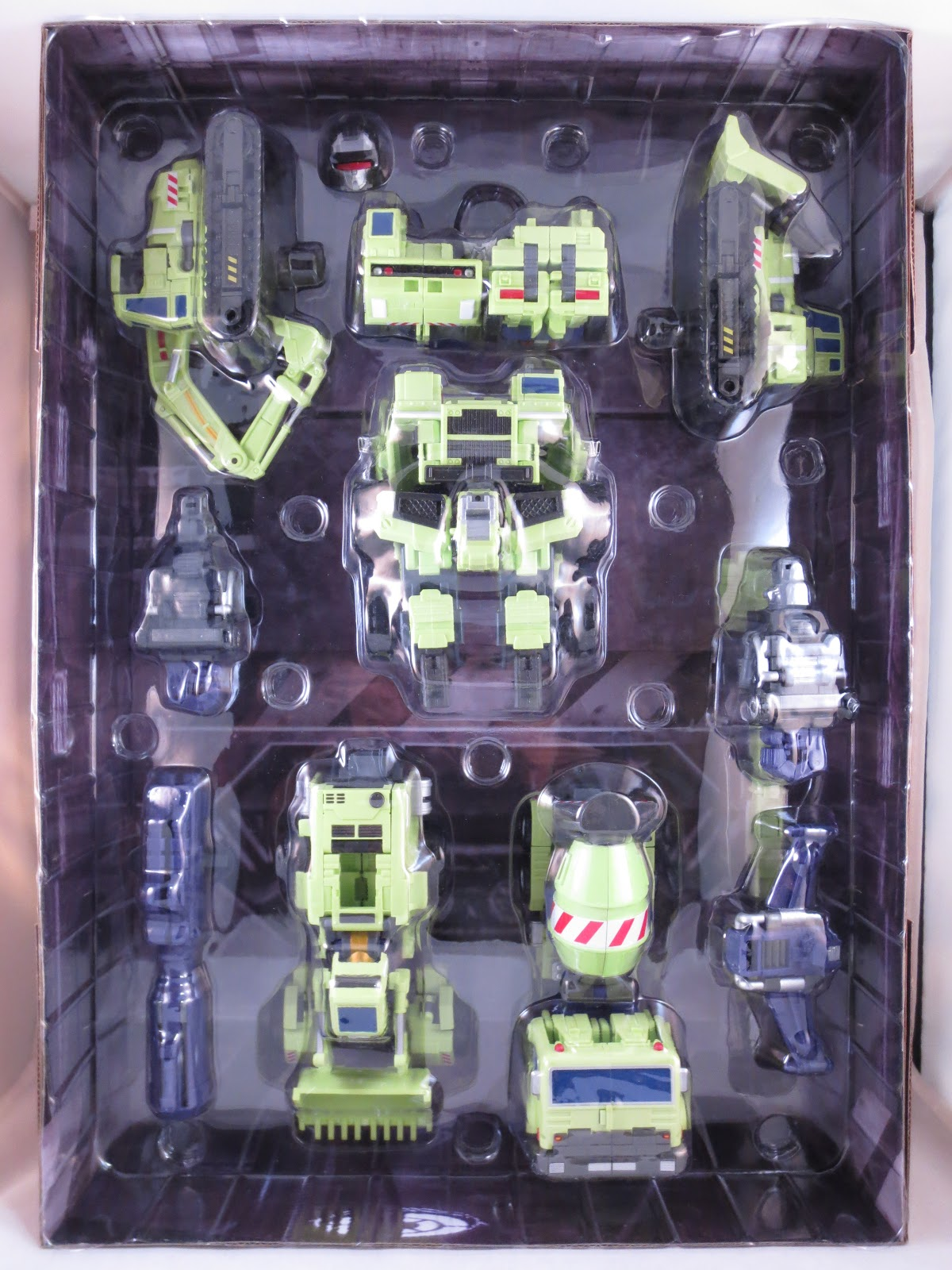 One Per Case 3rd Party Transformers Maketoys Green Giant Not Type 61 By Along With His Component Parts Has A Few Other Items Packed In The Tray Youll Also Find An Alternate Visor Clad Head Cannon