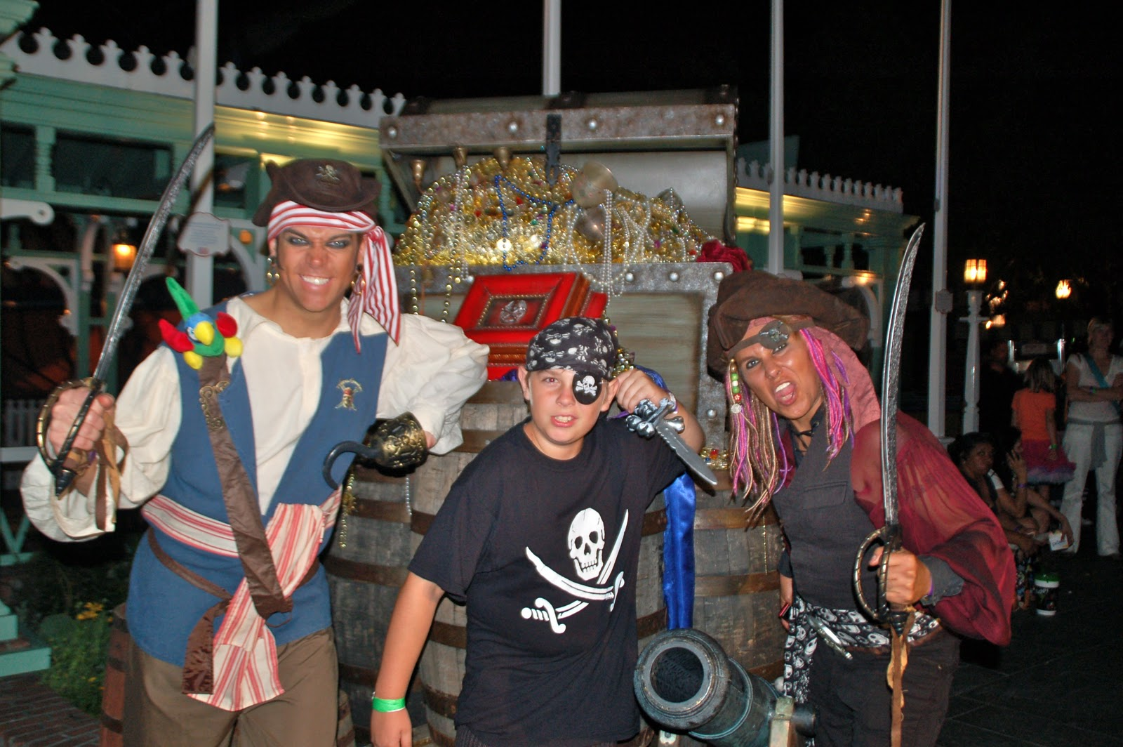 Disney Sisters: Pirates Spotted during Halloween Time at Disneyland