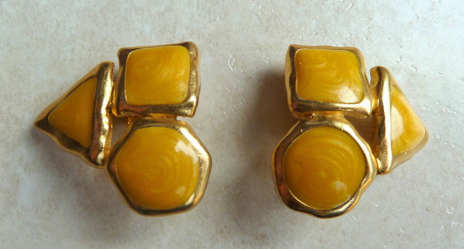 http://www.kcavintagegems.uk/vintage-1980s-trifari-yellow-and-gold-clip-on-earrings-142-p.asp