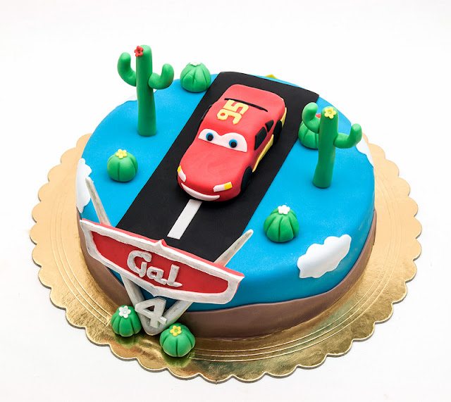 Cars fondant cake Lightning McQueen chocolate top shot
