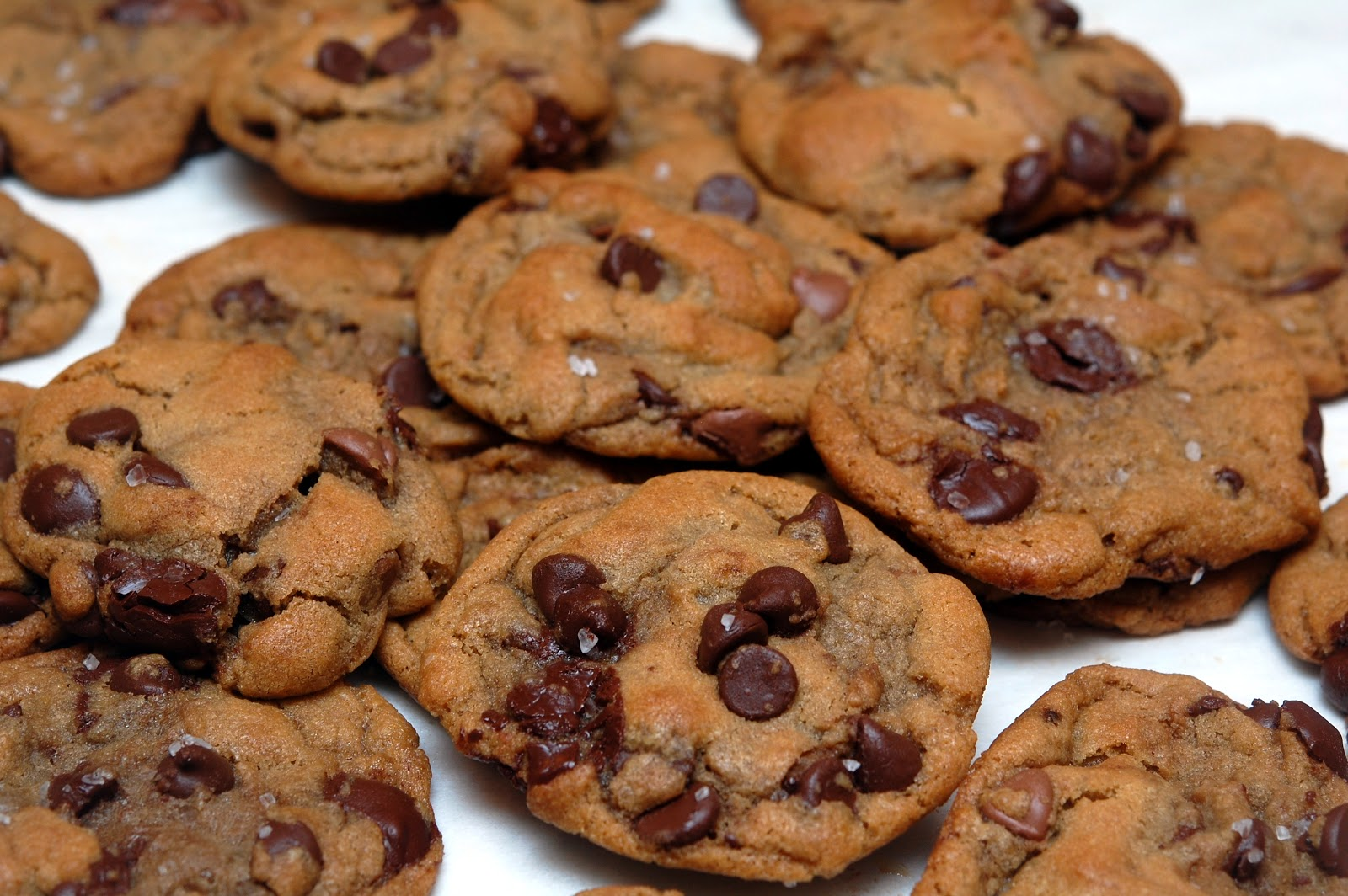 MY NEW FAVORITE CHOCOLATE CHIP COOKIE! - Hugs and Cookies XOXO