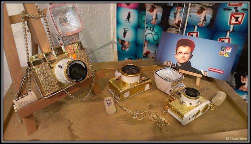Boutique Lomography store rue sainte croix de la Bretonnerie Paris, appareil photo argentique lomographe doré bling bling