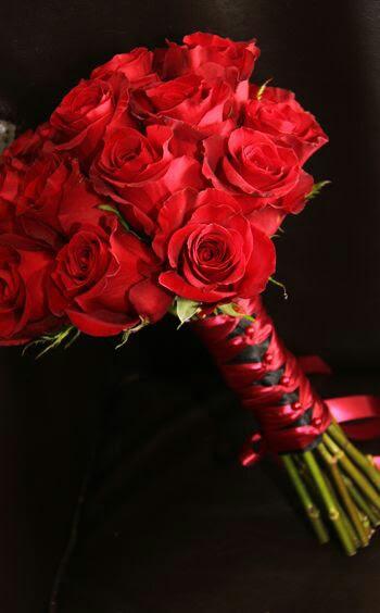 Clásico ramo rosas rojas