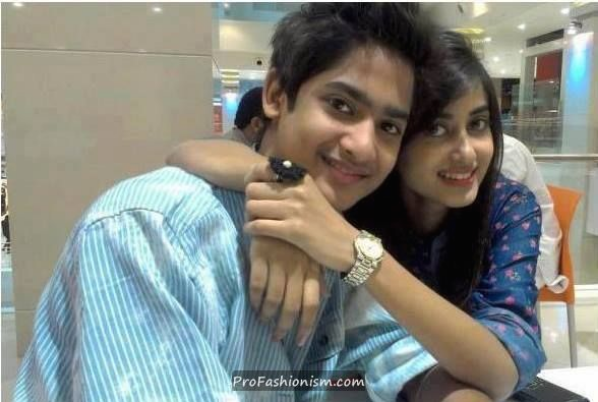 hot sajal ali, sajal ali, sajal ali with brother,