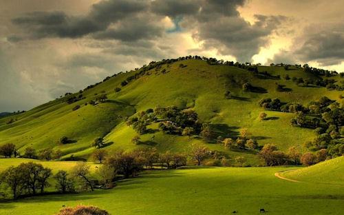 Nubes sobre el valle redondo - Colinas - Paisajes