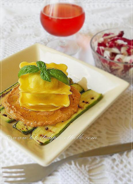 Ravioli di magro con crema di pomodoro piccante