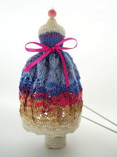 Игольница манекен. Вязаное платье