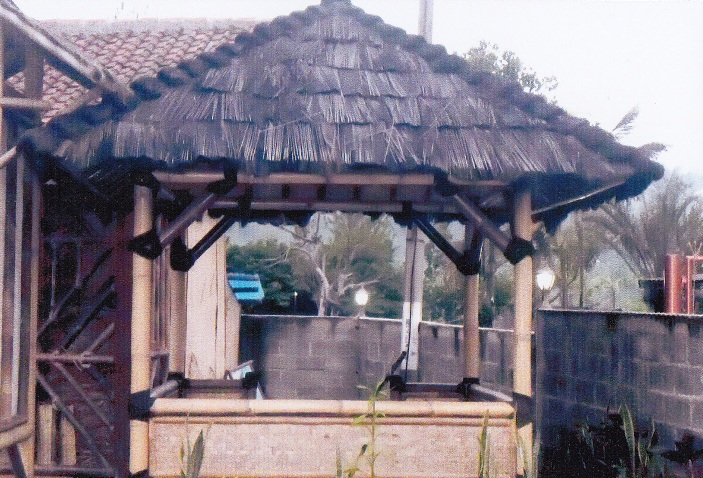 02 saung bambu injuk motif kenteng 03 1 set kursi bambu 04 bale atap ...