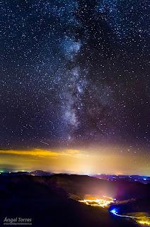 Vía Láctea sobre Valdepeñas de Jaén. Reserva Starlight en la Sierra Sur de Jaén.