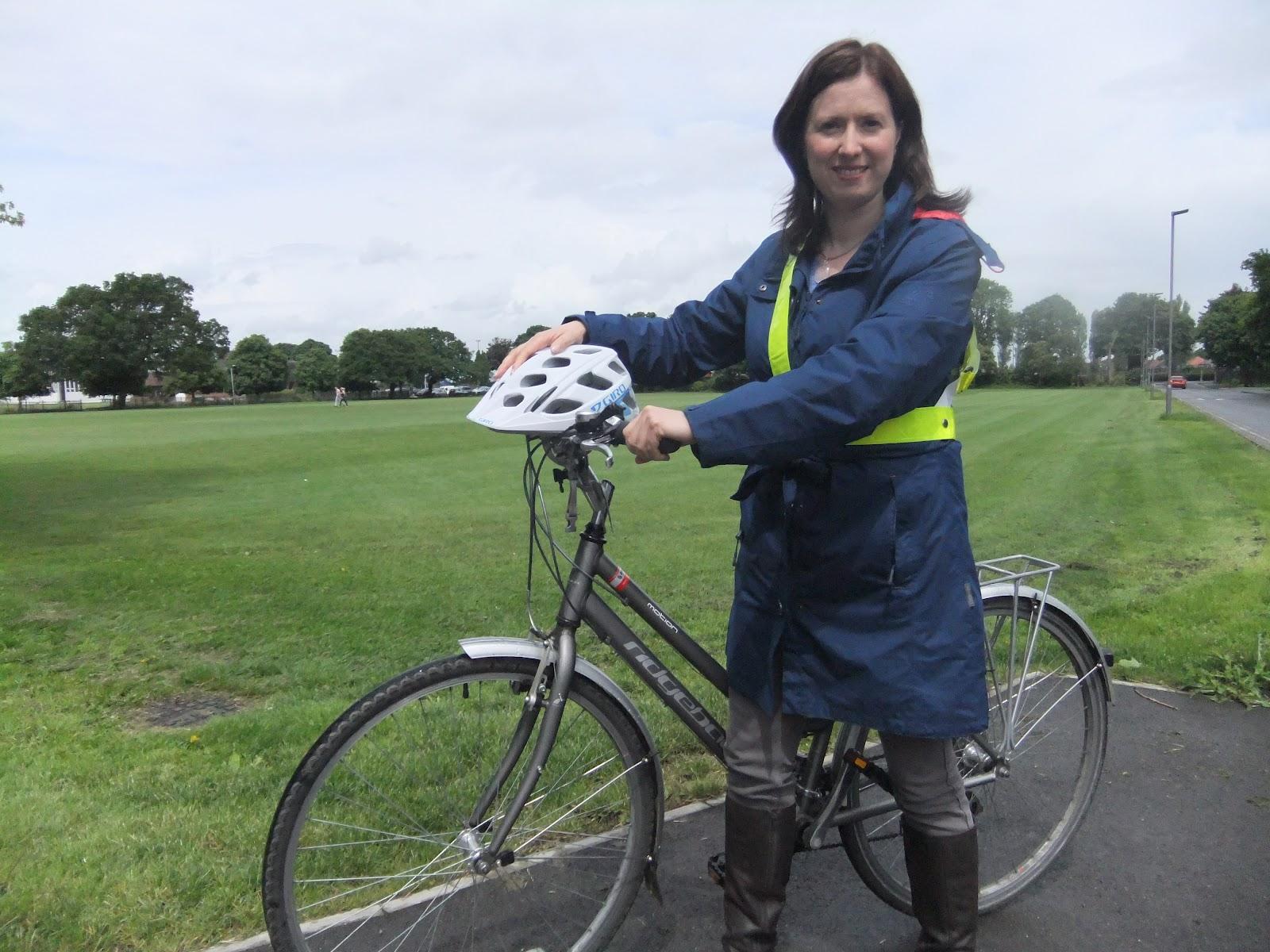 http://4.bp.blogspot.com/-45MdZlA8HVg/T-hSr64eB1I/AAAAAAAAACc/D__pYQCNeH0/s1600/Rebecca+Taylor+and+bike+June+2012.JPG