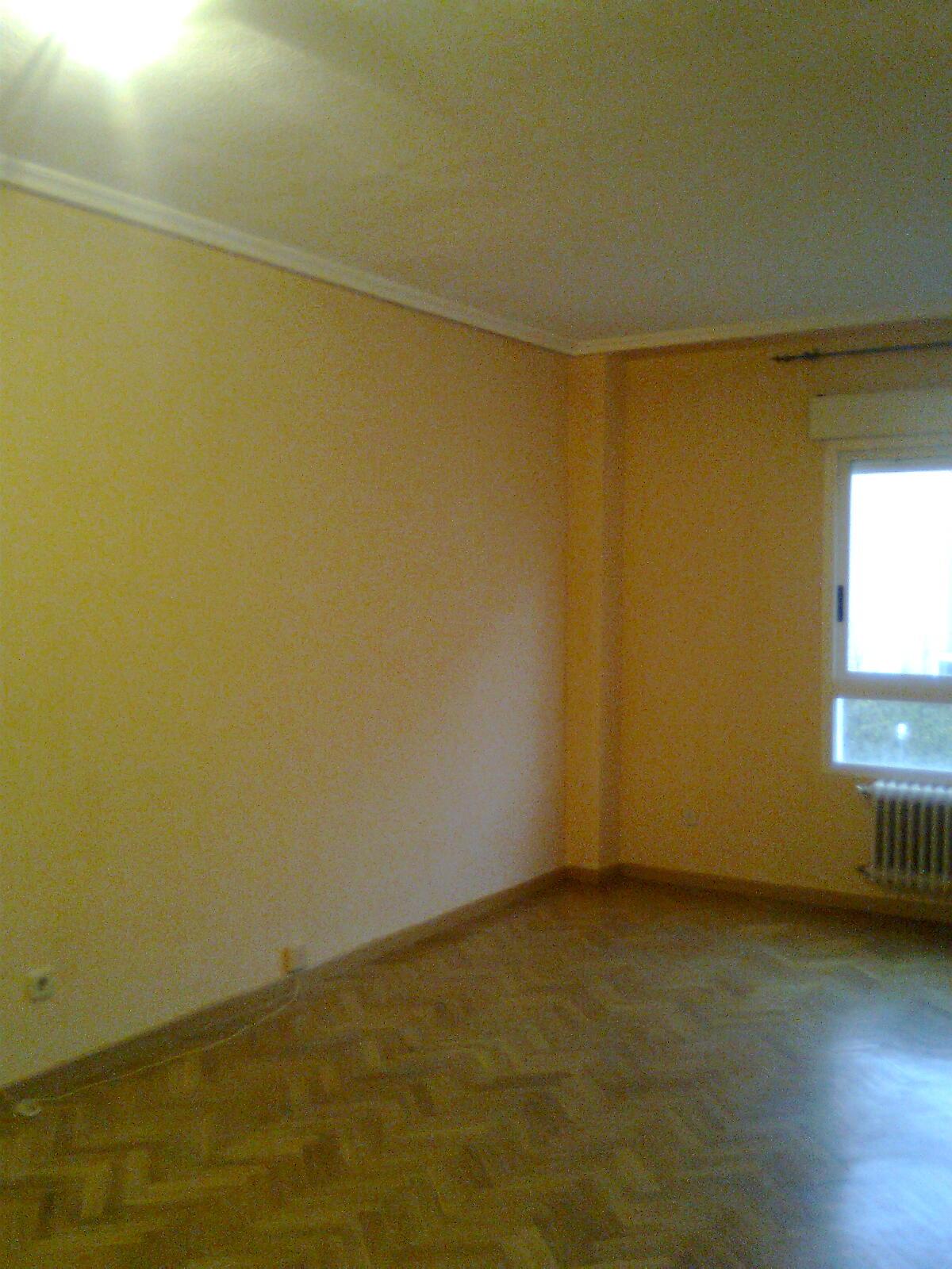Pintura y decoraci n madrid piso en pl stica color ocre for Pintura color ocre