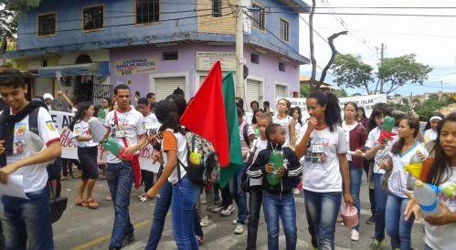 Bate-latas marca caminhada da IAM e JM em Belo Horizonte (MG)