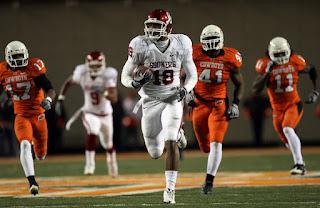 Wide receiver Jermaine Gresham #18 of the Oklahoma Sooners makes a 73-yard touchdown pass reception against the Oklahoma State Cowboys at Boone Pickens Stadium on November 29, 2008 in Stillwater, Oklahoma. (November 29, 2008 - Source: Ronald Martinez/Getty Images North America)