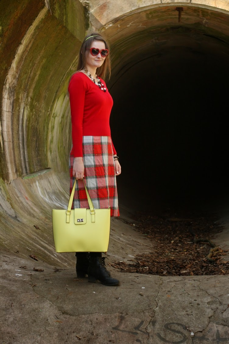 georgiana, quaint, quaintrelle, fashion, blogger, red, yellow, handbag, Orsay, stylish, colourblocking,vintage