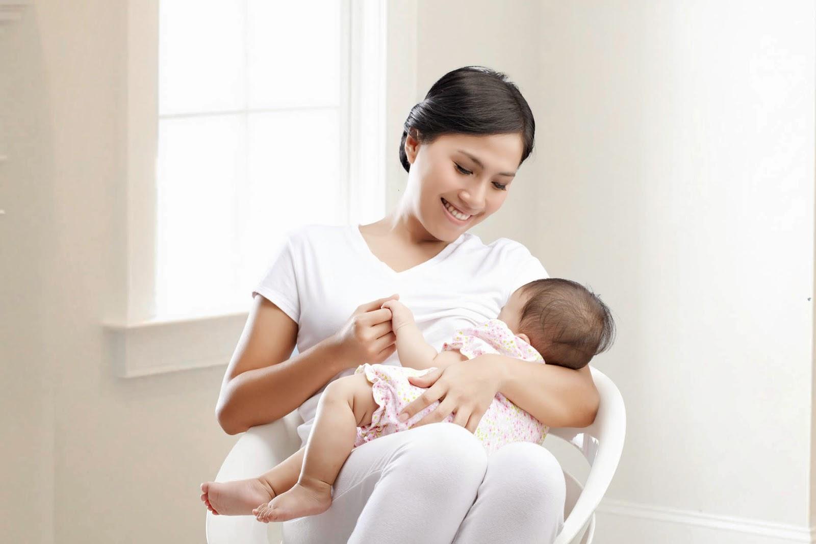 Tips Menyusukan Bayi Kali Pertama