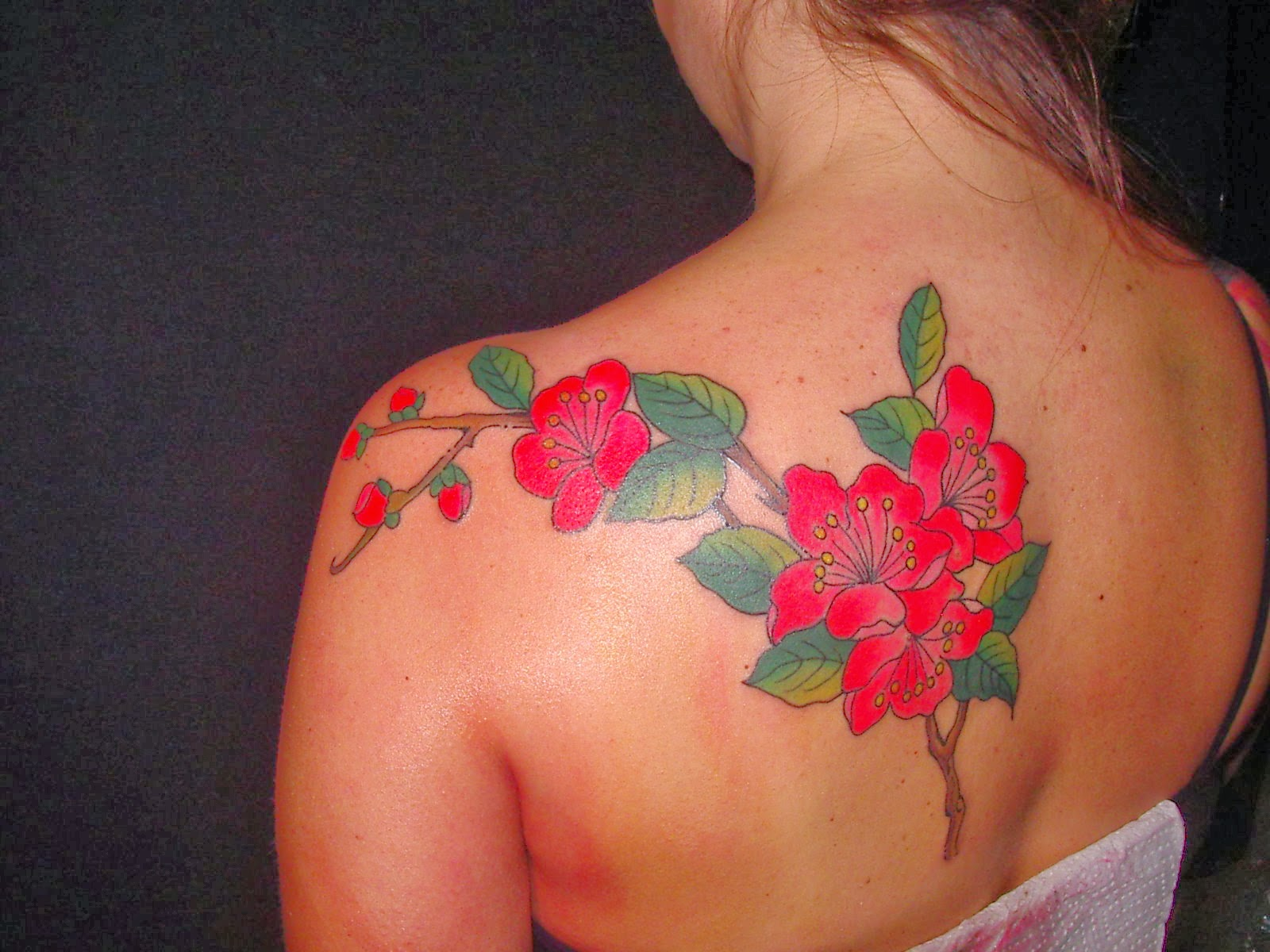 Immagini tatuaggi fiori di pesco for Disegni fiori per tatuaggi