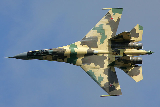 Sukhoi Su-35 turning