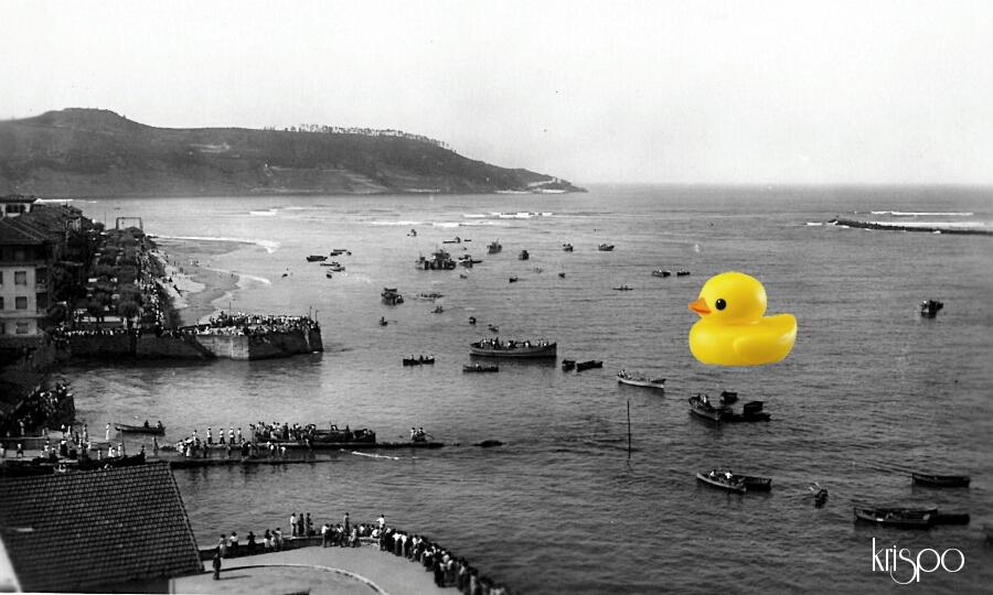 fotografia antigua del rio bidasoa retocada con un pato de goma