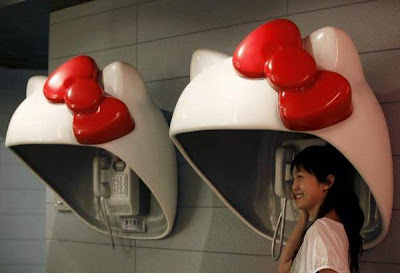 18 Creative and Unusual phone Booths (27) 3