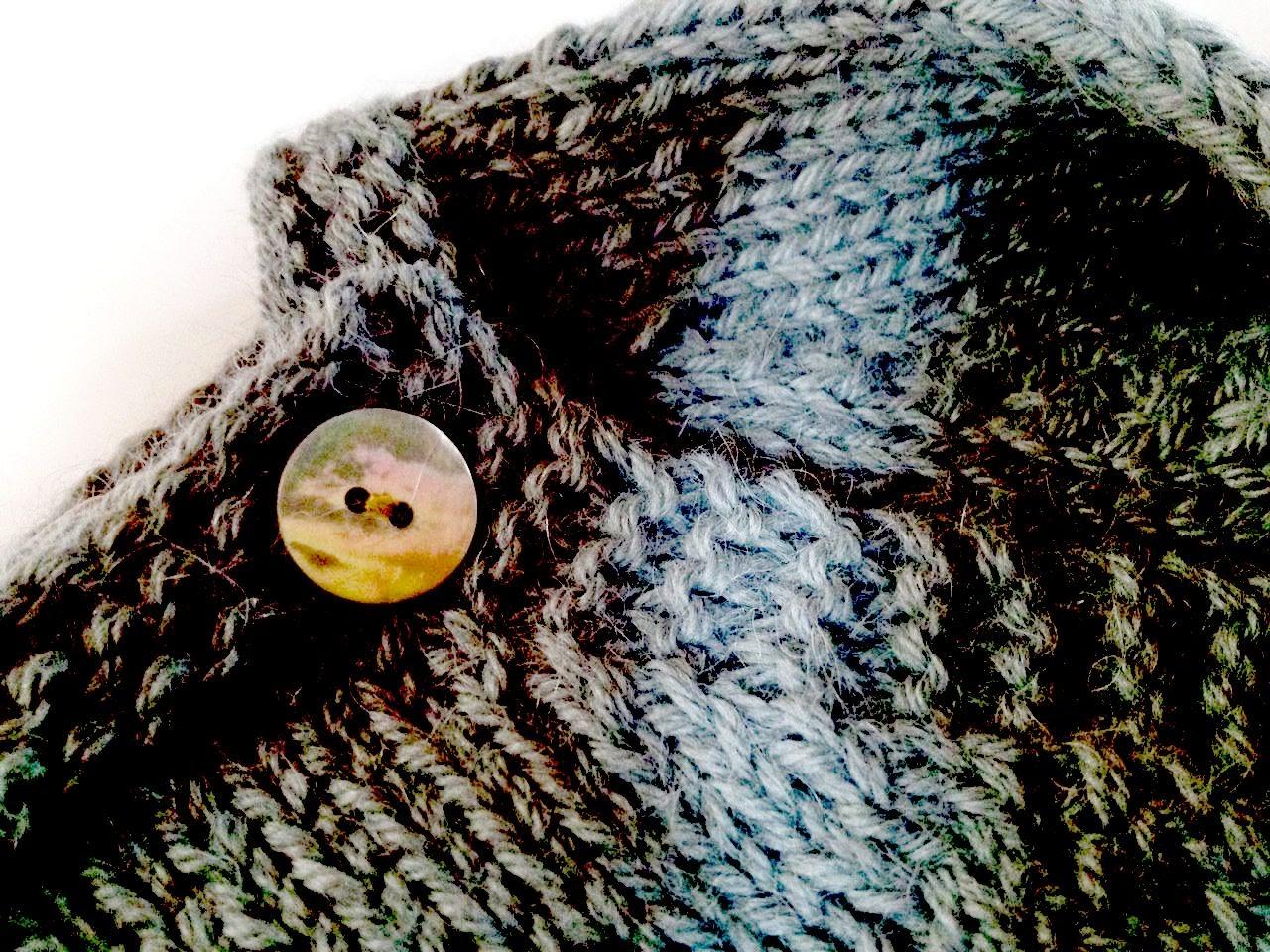 Cache coeur alpaga gris bleu et plaid au crochet DROPS